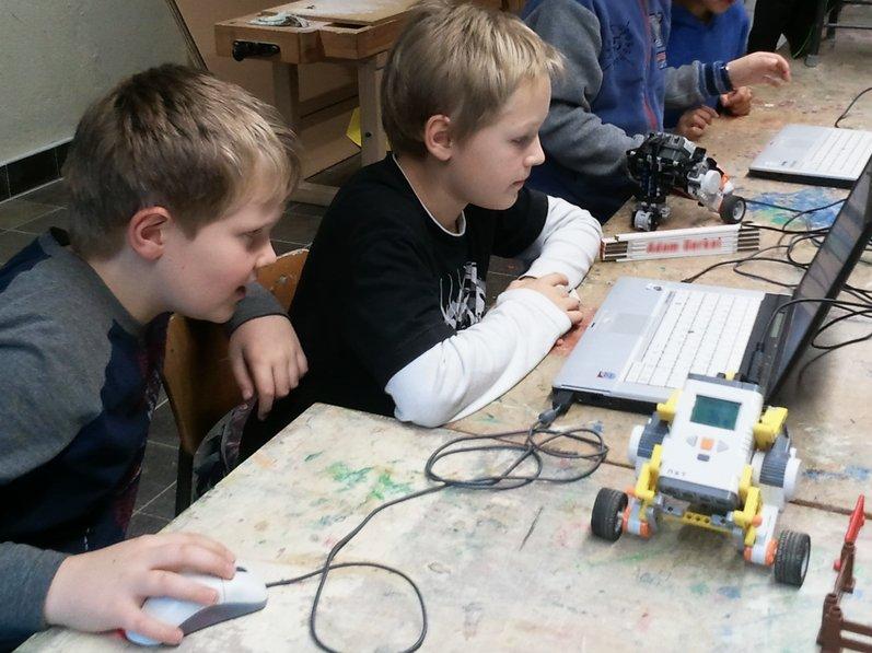 Forscherkurs: Roboter-Programmierung mit LEGO-Mindstorms NXTs