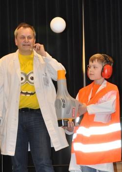 Prof. Technikus und Prof. K. Wumm bei einem Auftritt beim VDI