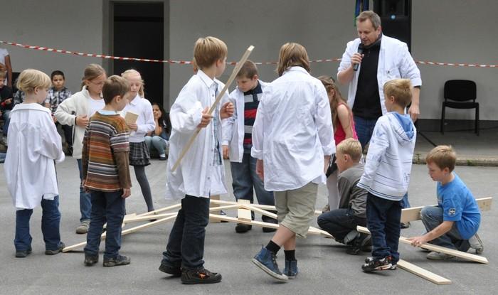 Leonardobrücke bei einer Forschershow